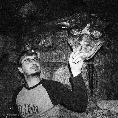gargoyle - catacombes de paris - catacombs of paris (off-limit area) - BHV, cataphile, cave, finger, finger in nose, finger in the nose, gallery, head, trespassing, tunnel, underground quarry