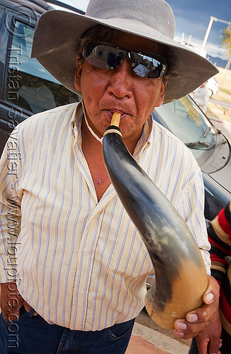 gaucho playing cow horn, abra pampa, carnaval, carnival, cow horn, folklore, gaucho, hat, horn player, man, music, noroeste argentino, old, quebrada de humahuaca