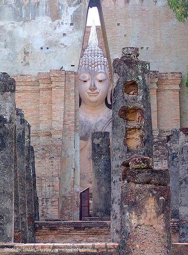 พระพุทธรูป - giant buddha statue - วัดศรีชุม - wat si chum - อุทยาน ประวัติศาสตร์ สุโขทัย - เมือง เก่า สุโขทัย - sukhothai - thailand, buddha image, buddhism, buddhist temple, ruins, sculpture, ประเทศไทย, พระพุทธรูป, วัดศรีชุม, สุโขทัย, อุทยาน ประวัติศาสตร์ สุโขทัย, เมือง เก่า สุโขทัย