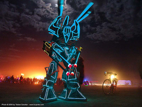 giant EL-wire robot - burning man 2004, burning man, el-wire, electroluminescent wire, glowing, night