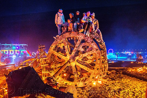 giant gears - burning man 2016, burning man, embers, fire, gears, night