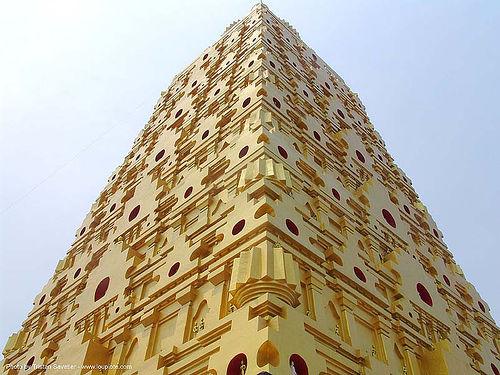 giant golden tower in wat - สังขละบุรี - sangklaburi - thailand, golden color, sangklaburi, temple, wat, ประเทศไทย, วัดวังก์วิเวการาม, สังขละบุรี