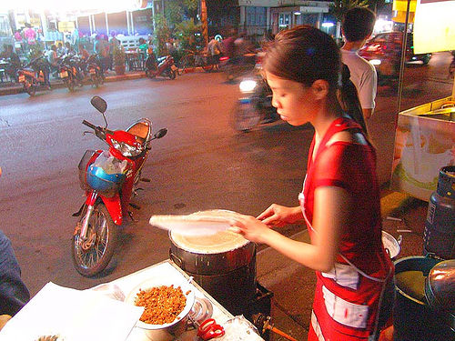 girl preparing spring rolls - thailand, asian woman, food, spring rolls, street, vietnamese rolls, ประเทศไทย