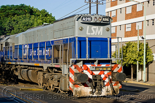 GM EMD GT-22 diesel electric locomotive - train engine, a-916, argentina, buenos aires, commuter train, diesel electric, general motors, gm emd gt-22, linea san martín, locomotive, lsm, línea san martín, railroad, railway, train engine