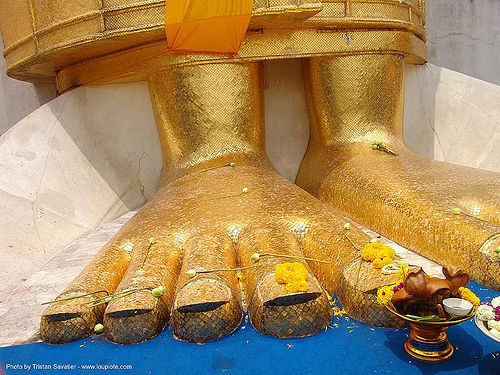 พระพุทธรูป - พระบาท - golden feet of giant standing buddha statue - bangkok - thailand, bangkok, buddha image, buddha statue, buddhism, buddhist temple, feet, giant buddha, golden color, offering, pig head, sculpture, thailand, wat, บางกอก, พระพุทธรูป