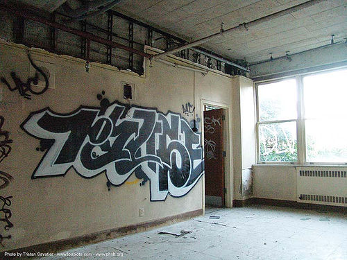 graffiti - abandoned hospital (presidio, san francisco) - phsh, abandoned building, abandoned hospital, decay, graffiti, presidio hospital, presidio landmark apartments, trespassing