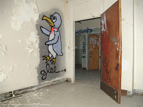 graffiti-glee - abandoned hospital (presidio, san francisco) - phsh, abandoned building, abandoned hospital, decay, graffiti, presidio hospital, presidio landmark apartments, trespassing