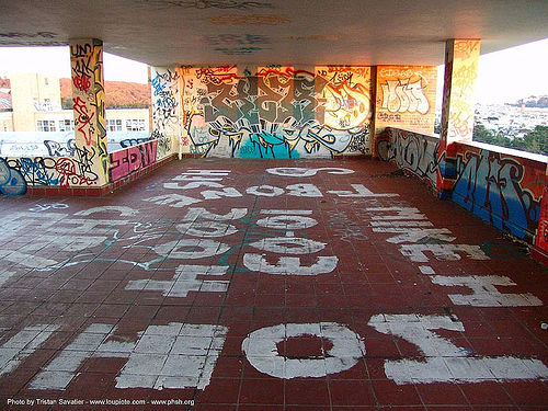 graffiti - roof - abandoned hospital (presidio, san francisco) - phsh, abandoned building, abandoned hospital, graffiti, presidio hospital, presidio landmark apartments, roof, trespassing