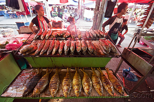 glilled fishes, bbq, cooked, cooking, fishes, food market, grill, kitchen, man, miri, ramadan market, restaurant, seafood, street food, street market, woman
