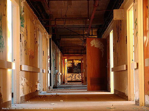 hallway - abandoned hospital (presidio, san francisco) - phsh, abandoned building, abandoned hospital, decay, graffiti, hallway, presidio hospital, presidio landmark apartments, trespassing