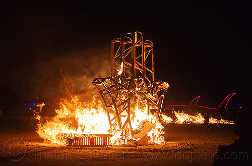 hamsa - hand of inspiration - burning man 2013, art installation, bmcore2013, burning man, c.o.r.e., circle of regional effigies, fire, flames, hamsa, israel core project, khamsa, night, חמסה