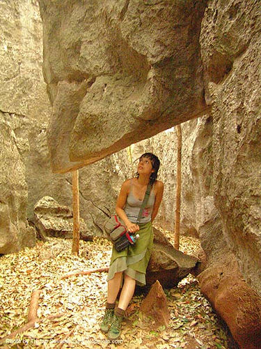hanging rock - stone maze - karstic area near wang saphung - thailand, anke rega, karst, karstic, stone maze, wang saphung, woman, ประเทศไทย