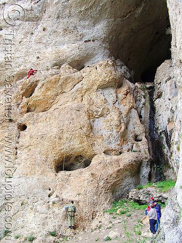 haramiska-pechtera-cave - entrance - trigrad (bulgaria), cave mouth, caving, cliff, haramiska pechtera, mountain climbing, mountaineering, natural cave, rock climbing, spelunking, trigrad, българия, харамийската пещера
