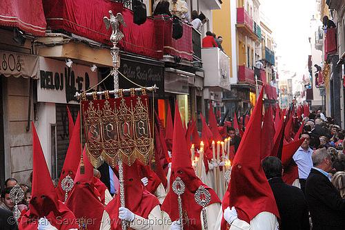 hermandad de la lanzada - semana santa en sevilla, andalucía, capirotes, cofradía, easter, hermandad de la lanzada, nazarenos, parade, people, procesión, procession, red, religion, semana santa, sevilla