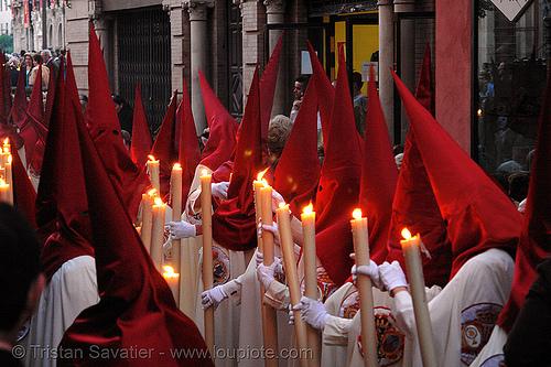 hermandad de la lanzada - semana santa en sevilla, andalucía, candles, capirotes, cofradía, easter, nazarenos, parade, people, procesión, procession, red, religion