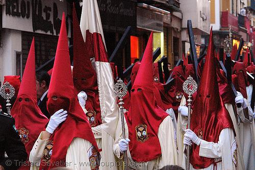 hermandad de la lanzada - semana santa en sevilla, andalucía, capirotes, cofradía, easter, nazarenos, parade, people, procesión, procession, red, religion