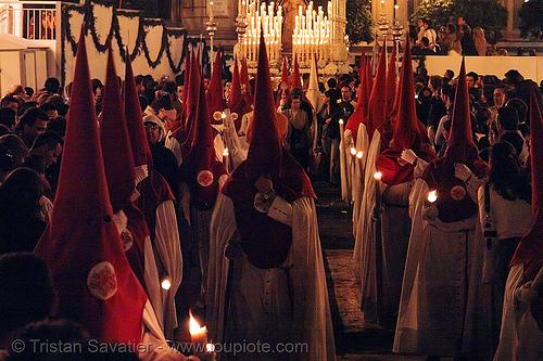 hermandad de las siete palabras - semana santa en sevilla, andalucía, candles, capirotes, cofradía, easter, hermandad de las siete palabras, nazarenos, night, parade, procesión, procession, red, religion, semana santa, sevilla