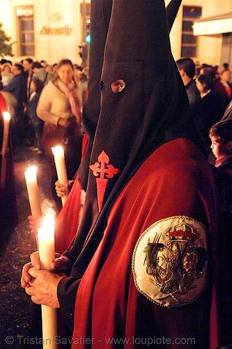 hermandad de los panaderos - semana santa en sevilla, andalucía, candles, capirotes, cofradía, easter, hermandad de los panaderos, nazarenos, night, parade, procesión, procession, red, religion, semana santa, sevilla