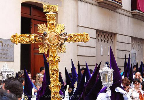 hermandad de san benito - cross - semana santa en sevilla, andalucía, capirotes, cofradía, cross, easter, hermandad de san benito, nazarenos, parade, procesión, procession, religion, semana santa, sevilla