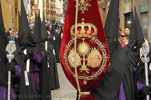 hermandad de san bernardo - semana santa en sevilla, andalucía, capirotes, cofradía, easter, hermandad de san bernardo, nazarenos, parade, procesión, procession, red, religion, semana santa, sevilla
