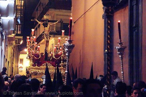 hermandad de san bernardo - semana santa en sevilla, andalucía, candles, capirotes, cofradía, easter, hermandad de san bernardo, nazarenos, night, parade, procesión, procession, red, religion, semana santa, sevilla