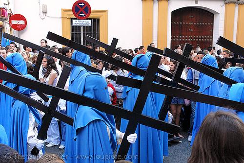 hermandad de san esteban - semana santa en sevilla, andalucía, capirotes, carrying, cofradía, cross, crosses, easter, hermandad de san esteban, nazarenos, parade, procesión, procession, religion, semana santa, sevilla