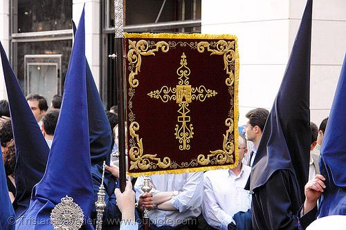 hermandad del baratillo - semana santa en sevilla, andalucía, capirotes, cofradía, easter, el baratillo, hermandad del baratillo, nazarenos, parade, procesión, procession, religion, semana santa, sevilla
