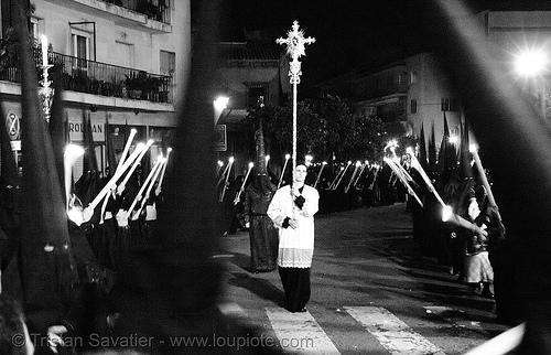 hermandad del gran poder - semana santa en sevilla, andalucía, candles, capirotes, cofradía, easter, el gran poder, hermandad del gran poder, nazarenos, night, parade, procesión, procession, religion, semana santa, sevilla