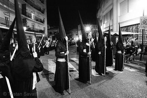 hermandad del gran poder - semana santa en sevilla, andalucía, candles, capirotes, cofradía, easter, el gran poder, nazarenos, night, parade, people, procesión, procession, religion