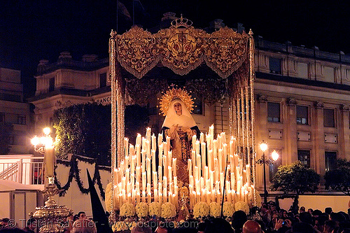 hermandad del museo - paso de la virgen - semana santa en sevilla, andalucía, candles, cofradía, easter, el museo, float, hermandad del museo, madonna, night, parade, paso de la virgen, procesión, procession, religion, sacred art, semana santa, sevilla