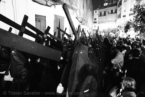 hermandad del silencio - nazarenos - semana santa en sevilla, andalucía, candles, capirotes, carrying, cofradía, cross, crosses, easter, el silencio, hermandad del silencio, nazarenos, night, parade, procesión, procession, religion, semana santa, sevilla