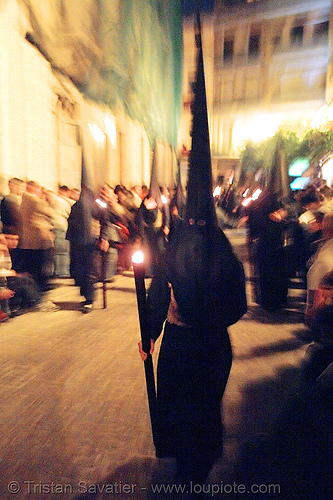 hermandad del silencio - semana santa en sevilla, andalucía, candles, capirotes, cofradía, easter, el silencio, hermandad del silencio, nazarenos, night, parade, procesión, procession, religion, semana santa, sevilla
