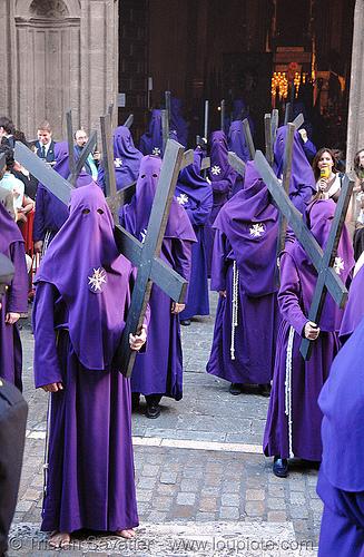 hermandad del valle - semana santa en sevilla, andalucía, capirotes, cofradía, easter, el valle, hermandad del valle, nazarenos, parade, procesión, procession, religion, semana santa, sevilla