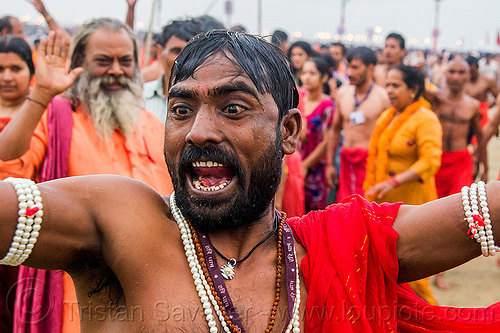 hindu devotee with red eyes at the kumbh mela (india), babas, beard, bracelets, guru, hindu pilgrimage, hinduism, india, maha kumbh mela, men, pearl beads, pearl necklaces, red eyes, sadhu, screaming, white beads