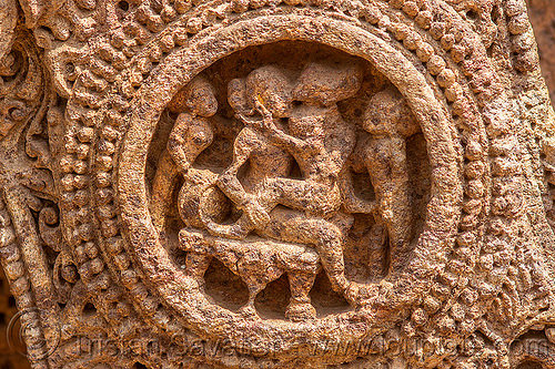 hindu erotic carving medalion - konark sun temple (india), carving, erotic sculptures, high-relief, hindu temple, hinduism, konark sun temple, maithuna, stone