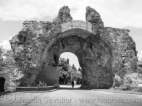hisarya - Хисаря - old roman city gate - ruin (bulgaria), arch, city gate, hisarya, hissarya, historical, history, khisarya, roman city, ruine, vault, българия, хисаря