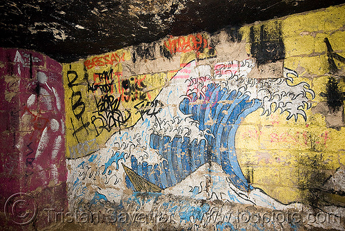 hokusai's giant wave graffiti - catacombes de paris - catacombs of paris (off-limit area) - bar des rats, bar des rats, catacombs of paris, cave, corps blanc, graffiti, hokusai, homme blanc, jerome mesnager, street art, trespassing, tsunami, underground quarry, wave