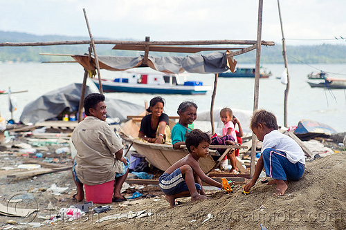 homeless living on boats, chid, children, encampment, garbage, homeless camp, kids, lahad datu, ocean, poor, rubbish, sea, seashore, shore, small boats, trash, wasteland