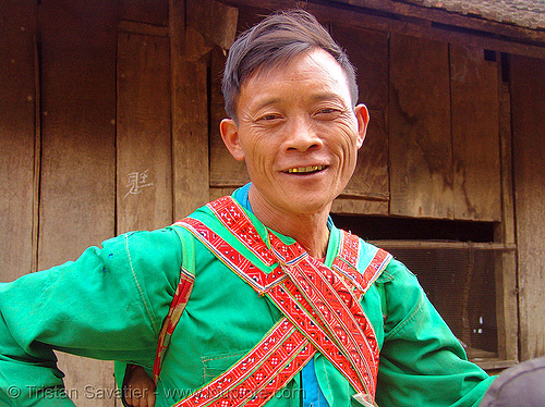 hongtou yao/dao (kiem mien) tribe man carrying baby on his back - vietnam, dao tribe, dzao tribe, green, hill tribes, hongtou-yao tribe, indigenous, kiem mien tribe, men, mountain yao tribe, red dao, zao tribe