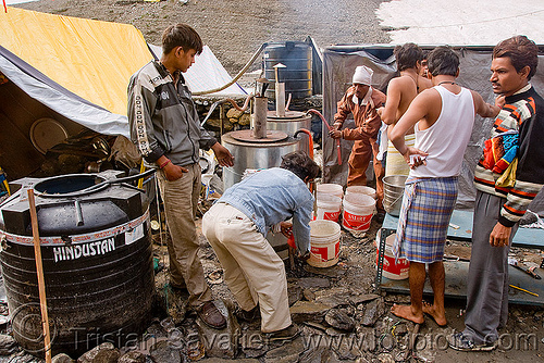 hot water buckets supply - amarnath yatra (pilgrimage) - kashmir, amarnath yatra, hot water, kashmir, pilgrimage, pilgrims, trekking, yatris, अमरनाथ गुफा