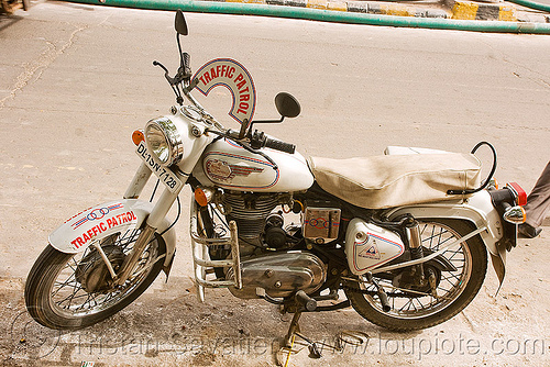 "india police traffic patrol - royal enfield motorcycle - ""bullet"" 350cc, 350cc, law enforcement, motorbike touring, motorcycle touring, police, road, royal enfield bullet, traffic patrol"
