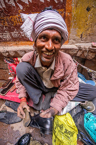 indian shoeshiner man at work (varanasi), headdress, india, man, shoe shiner, sitting, squatting, turban, varanasi