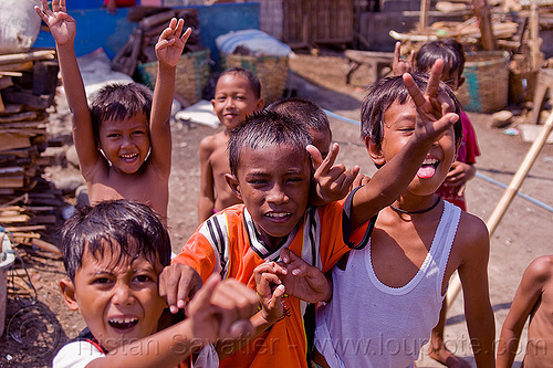 indonesian kids, boys, children, fingers, goofing, hand signs, hands, java, people, playing, tamansari
