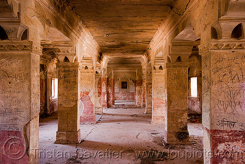 inside the gwalior fort (india), architecture, fort, fortress, gwalior, inside, palace, pillars, square columns, ग्वालियर क़िला