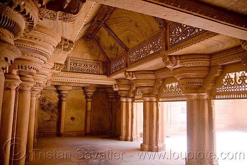 interior of the gwalior fort, columns, fort, fortress, gwalior, inside, interior, mansingh palace, pillars, ग्वालियर क़िला