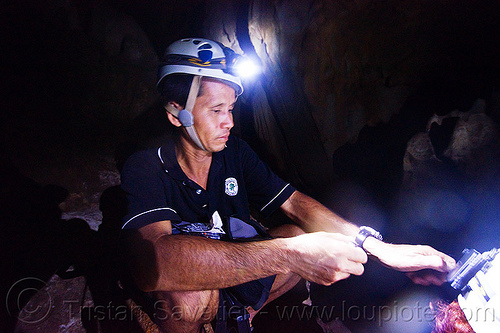 ipoi is a cave guide - caving in mulu (borneo), cavers, caving, guide, gunung mulu national park, ipoi, natural cave, racer cave, spelunkers, spelunking