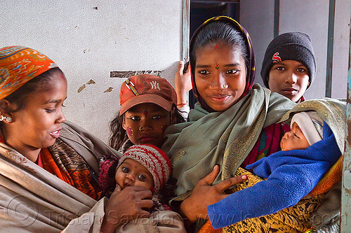 itinerant circus family (india), babies, child, circus family, itinerant circus, knit cap, man, mothers, shiny eyes, toddler, women