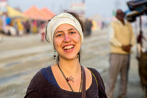 jasmin aigner, earrings, headdress, headwear, kumbha mela, maha kumbh mela, street, woman