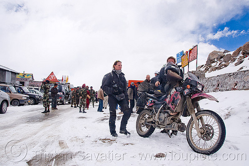 kawazaki KLR 650 motorcycle - khardungla pass - ladakh (india), dual-sport, kawazaki, khardung la pass, klr 650, ladakh, motorbike touring, motorcycle touring, mountain pass, people, road, snow