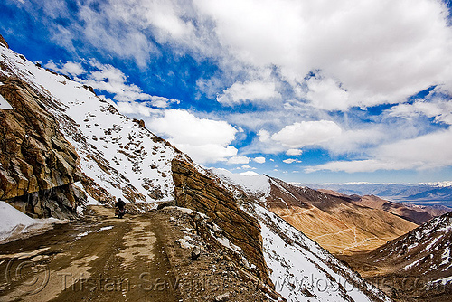 khardungla pass - ladakh (india), khardung la pass, ladakh, motorbike touring, motorcycle touring, mountain pass, mountains, road, snow